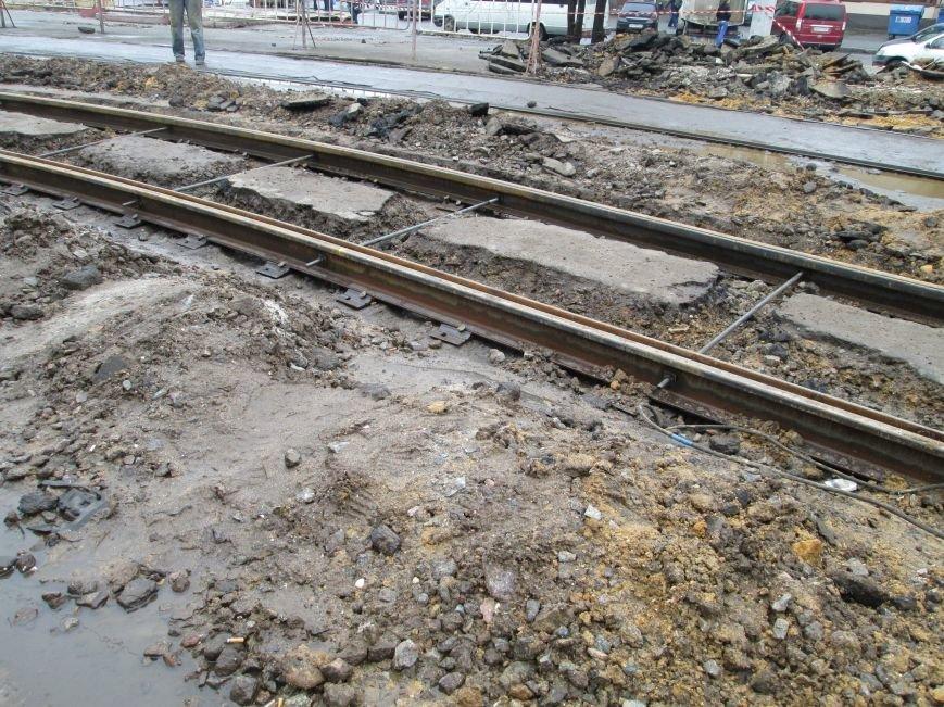 40d11465ecb432e5ec9a8ca2c73b7ee5 Ломать не строить: Старосенную площадь в Одессе перекопали совсем
