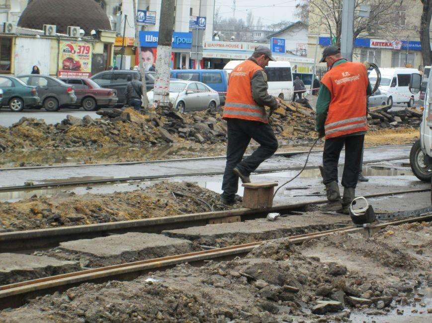 5192c900bfb28de26e4114cf9f9907a2 Ломать не строить: Старосенную площадь в Одессе перекопали совсем