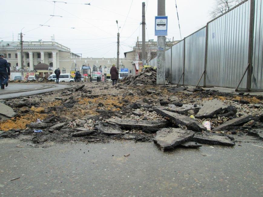 6825178cf4f88f94d62854139b5726ba Ломать не строить: Старосенную площадь в Одессе перекопали совсем