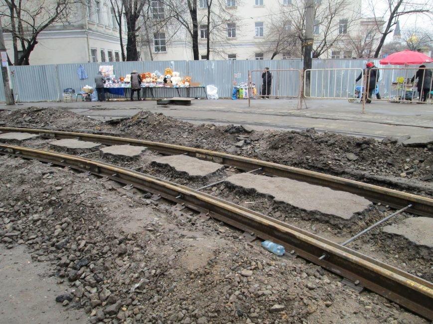 7336c57c8559f0a64d03f1fca16bfa3a Ломать не строить: Старосенную площадь в Одессе перекопали совсем