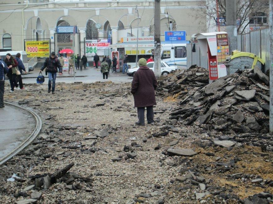 791429c9d47c8dbb379f78e051c2ae96 Ломать не строить: Старосенную площадь в Одессе перекопали совсем