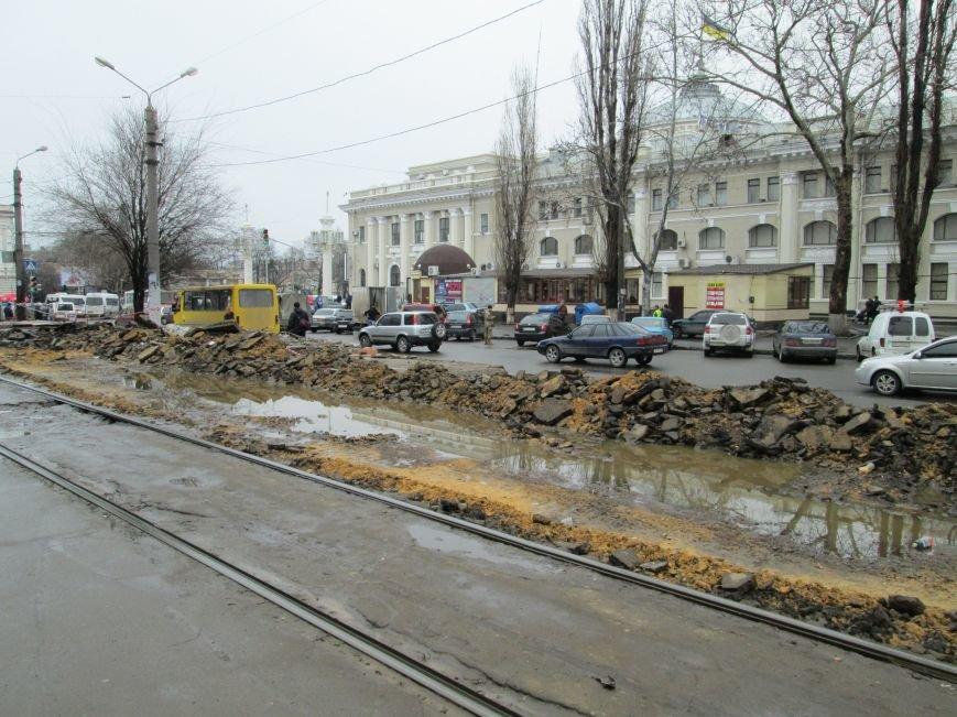 802157148b49fb10e37007246c1f53c9 Ломать не строить: Старосенную площадь в Одессе перекопали совсем