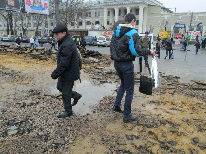 8099c9e23a469da698e9ff4d0d777e3c Ломать не строить: Старосенную площадь в Одессе перекопали совсем