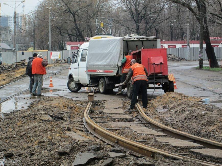 862d3ad1791445b5a4673a2c8d50f9f5 Ломать не строить: Старосенную площадь в Одессе перекопали совсем