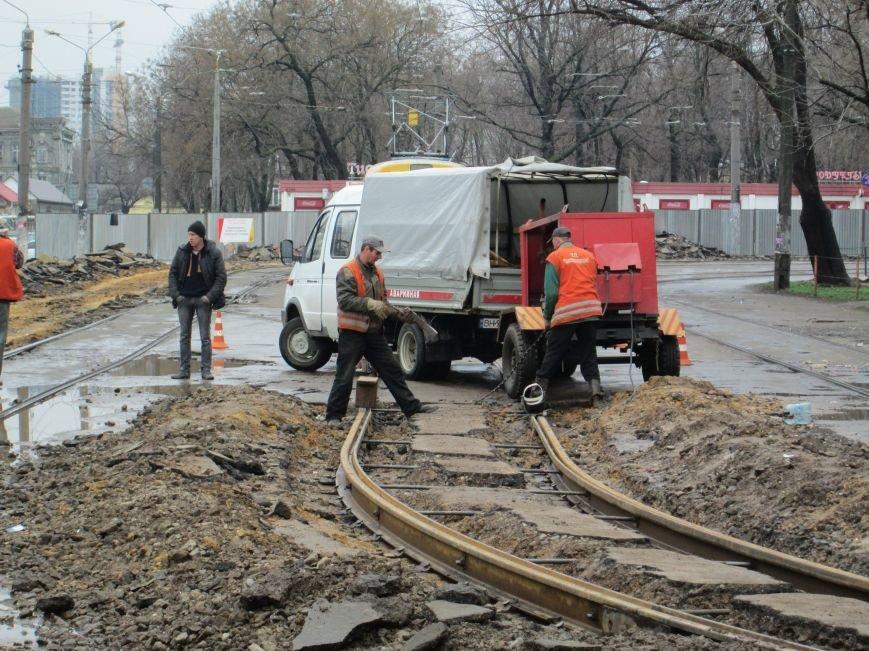 a68f916cc74d64635fc97aab4d347a0d Ломать не строить: Старосенную площадь в Одессе перекопали совсем