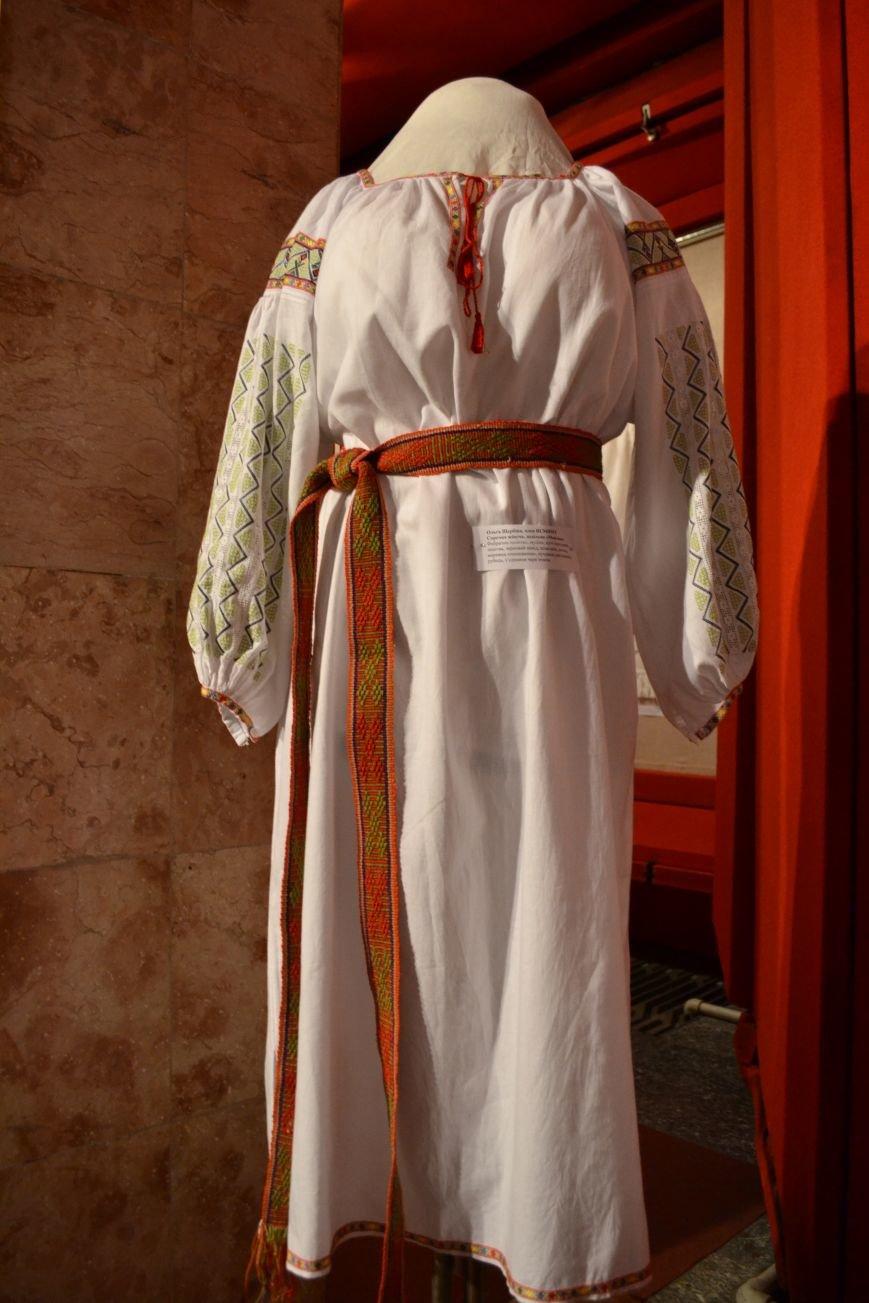 В Музее истории Днепродзержинска открылась выставка украинской вышивки, фото-18