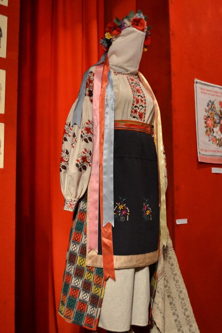 В Музее истории Днепродзержинска открылась выставка украинской вышивки, фото-21