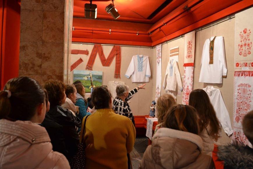 В Музее истории Днепродзержинска открылась выставка украинской вышивки, фото-23