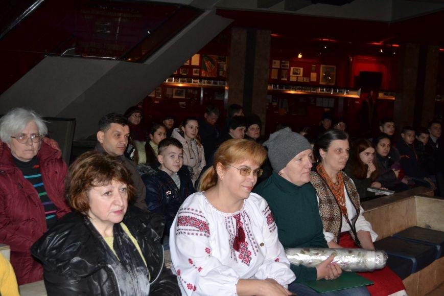 В Музее истории Днепродзержинска открылась выставка украинской вышивки, фото-5