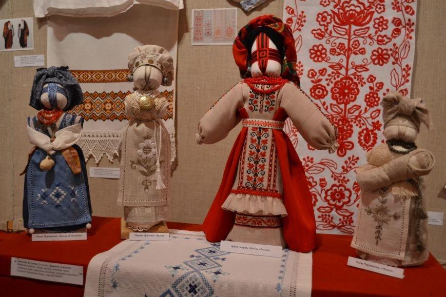 В Музее истории Днепродзержинска открылась выставка украинской вышивки, фото-12