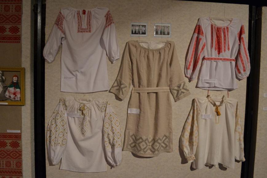 В Музее истории Днепродзержинска открылась выставка украинской вышивки, фото-3