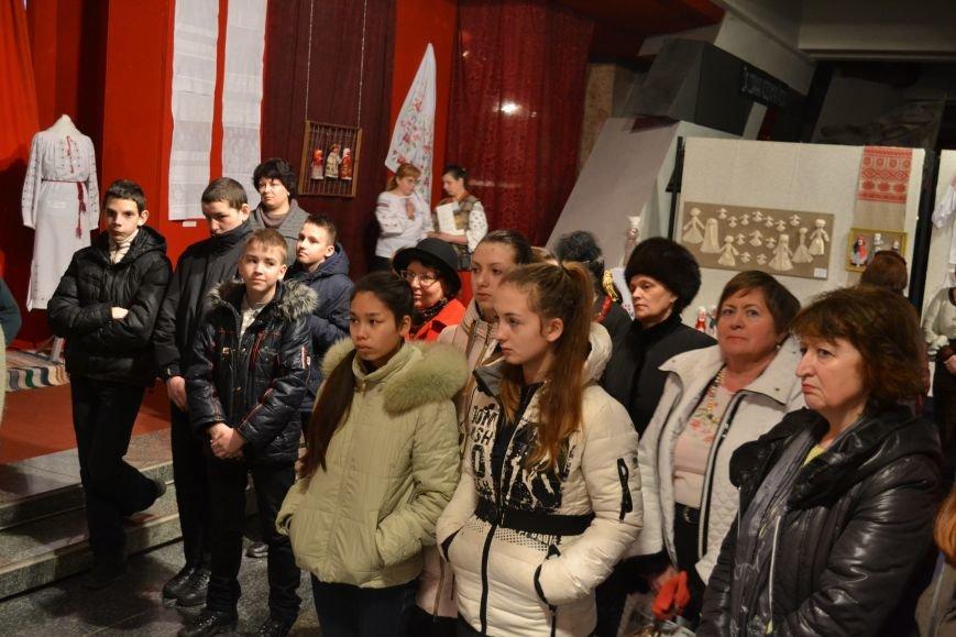 В Музее истории Днепродзержинска открылась выставка украинской вышивки, фото-20