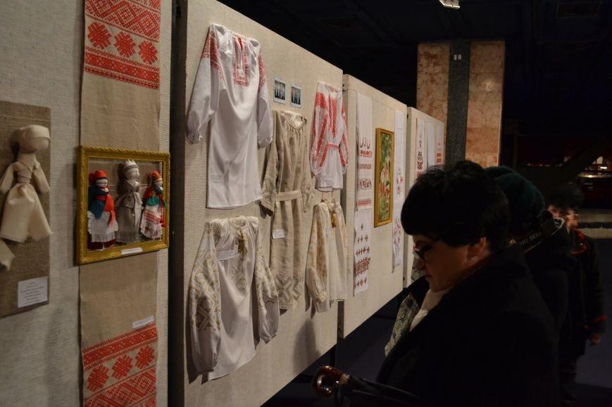 В Музее истории Днепродзержинска открылась выставка украинской вышивки, фото-14