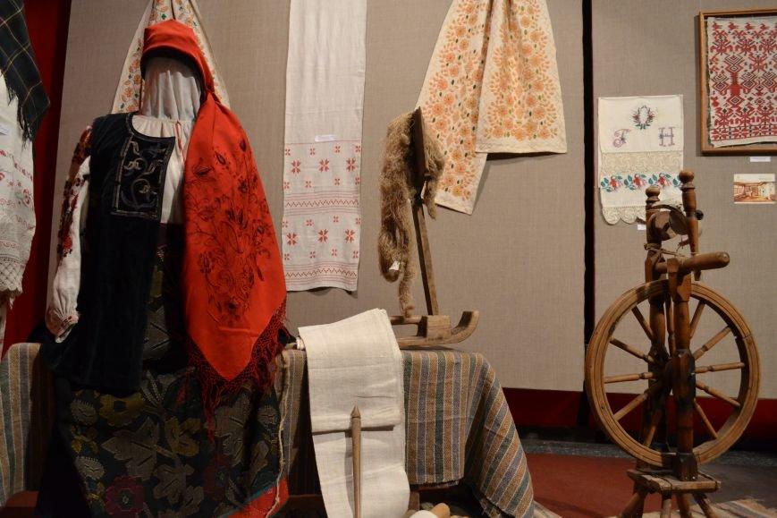 В Музее истории Днепродзержинска открылась выставка украинской вышивки, фото-19