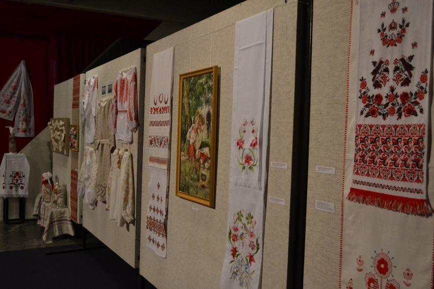 В Музее истории Днепродзержинска открылась выставка украинской вышивки, фото-9