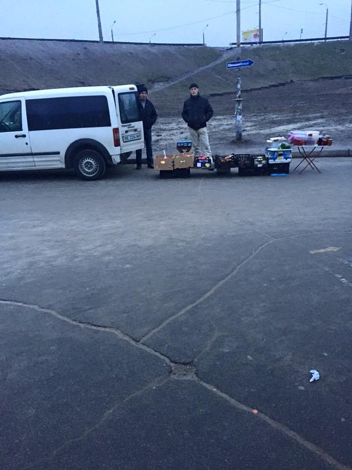 В сквере на Осокорках перекрыли въезд на тротуар (ФОТО) (фото) - фото 1