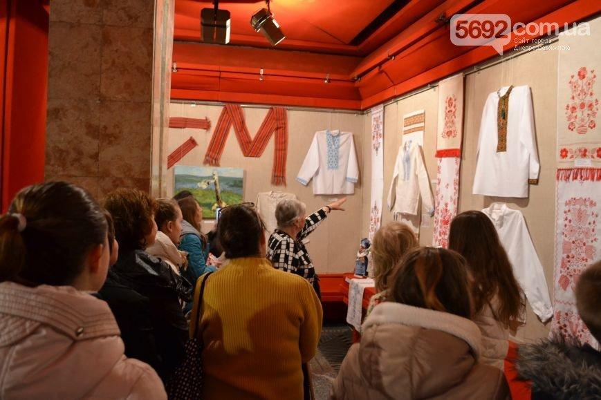 На выставке украинской вышивки