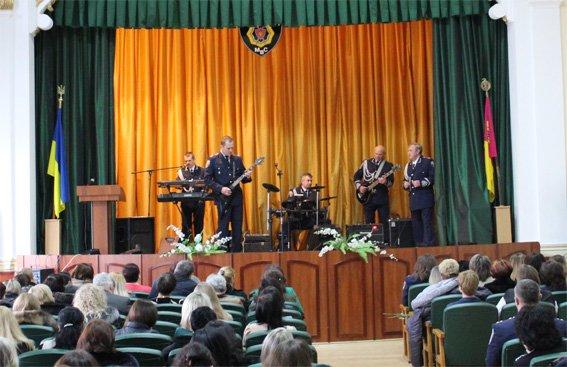Жінок-правоохоронців привітали зі святом 8 Березня (ФОТО, ВИДЕО) (фото) - фото 1