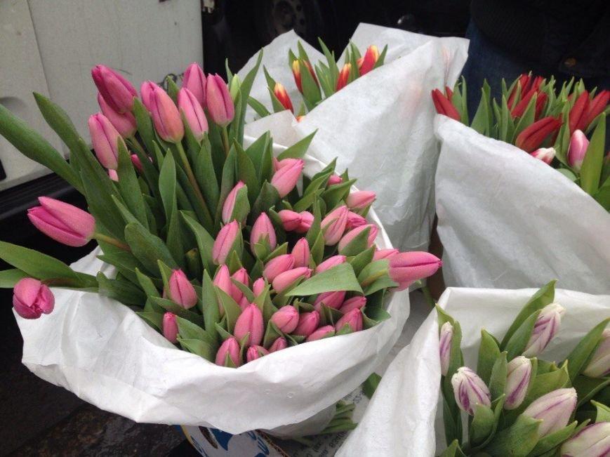 Сколько стоят цветы к 8 Марта в Доброполье (фото) - фото 1