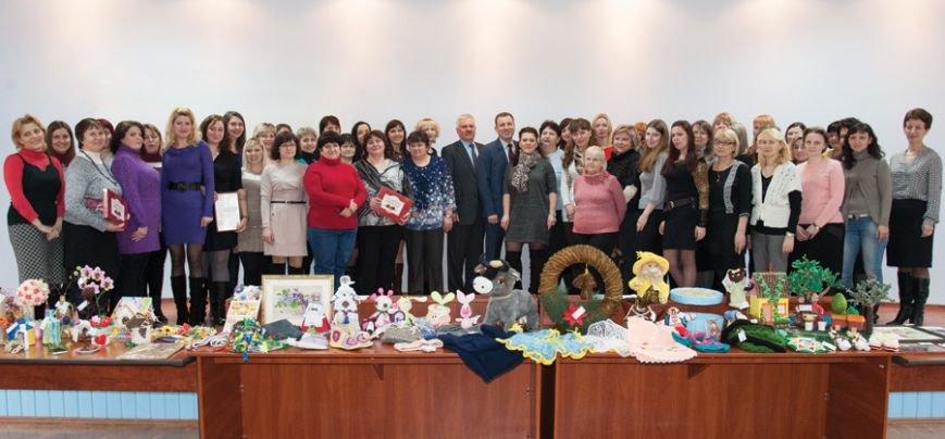 Международный женский день в Сумском НПО отметили handmade-конкурсом и благотворительной ярмаркой (ФОТО) (фото) - фото 1
