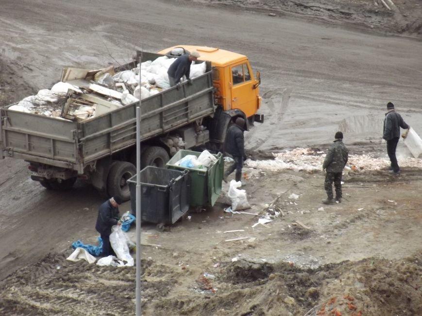 В Сумах из обочин делают общественные свалки (ФОТО) (фото) - фото 1
