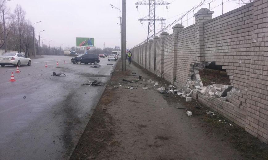 ДТП на Наб. Заводской: Opel наехал на кирпичное ограждение (ФОТО) (фото) - фото 1