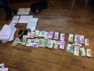 В Днепропетровской области валютчики прикрывались брендом известного банка (ФОТО) (фото) - фото 1