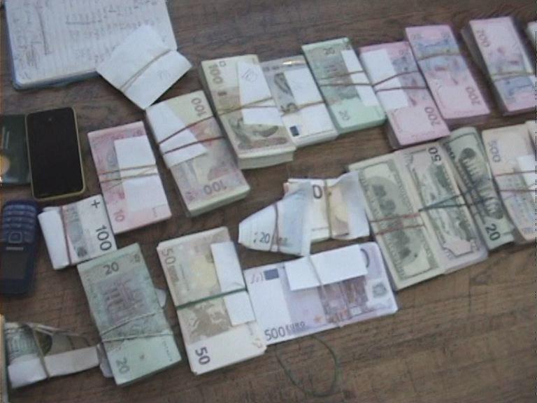 В Днепропетровской области валютчики прикрывались брендом известного банка (ФОТО) (фото) - фото 3