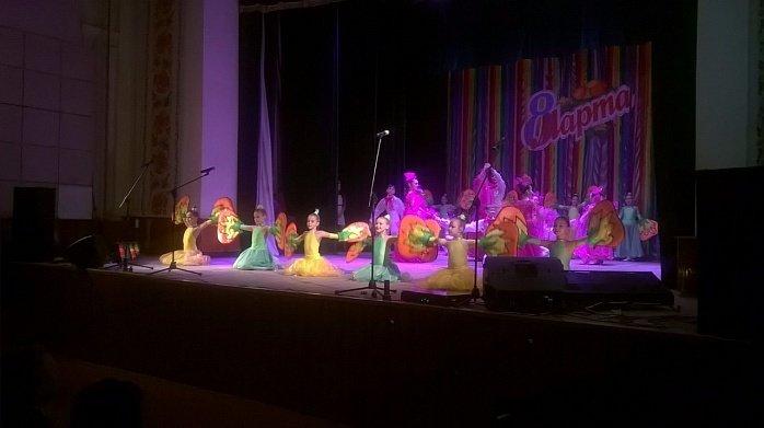 Традиционно поздравления женщин с 8 марта в Бердянске заканчивается праздничным концертом (фото) - фото 1