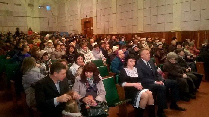 Традиционно поздравления женщин с 8 марта в Бердянске заканчивается праздничным концертом (фото) - фото 2