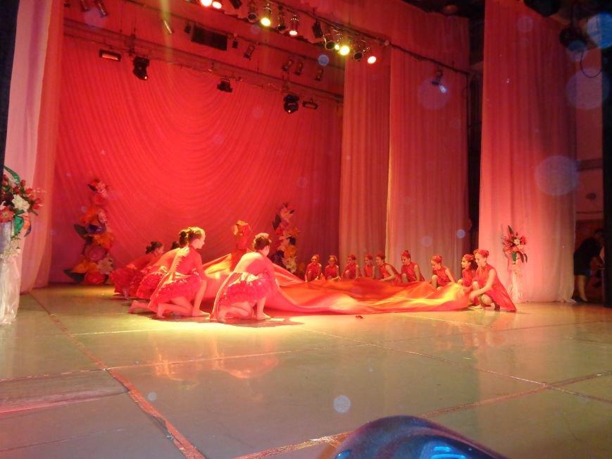 В Красноармейске прошел зрелищный праздничный концерт, приуроченный к 8 марта (фото) - фото 13