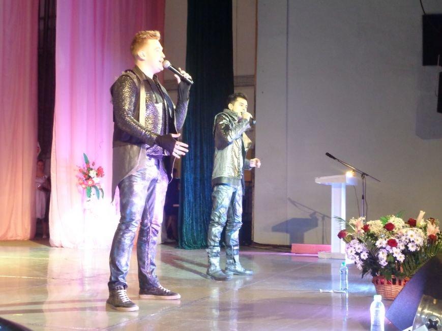 В Красноармейске прошел зрелищный праздничный концерт, приуроченный к 8 марта (фото) - фото 15