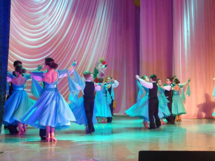 В Красноармейске прошел зрелищный праздничный концерт, приуроченный к 8 марта (фото) - фото 2