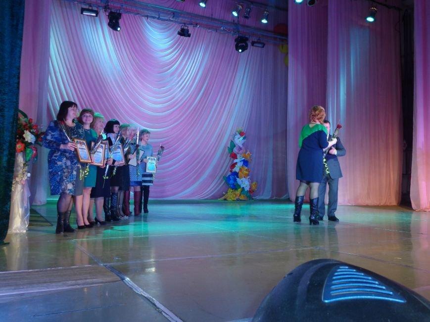 В Красноармейске прошел зрелищный праздничный концерт, приуроченный к 8 марта (фото) - фото 6