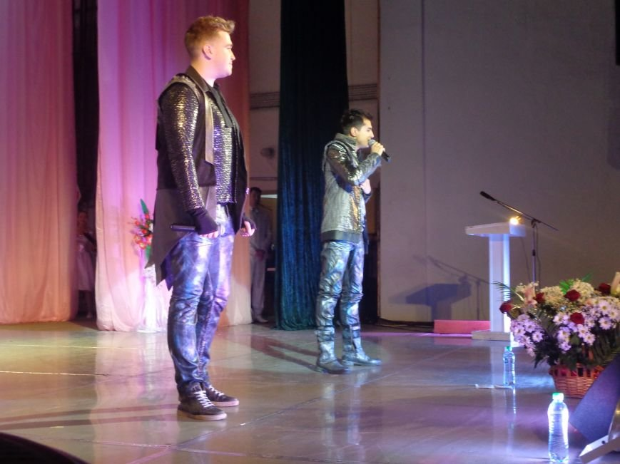 В Красноармейске прошел зрелищный праздничный концерт, приуроченный к 8 марта (фото) - фото 14