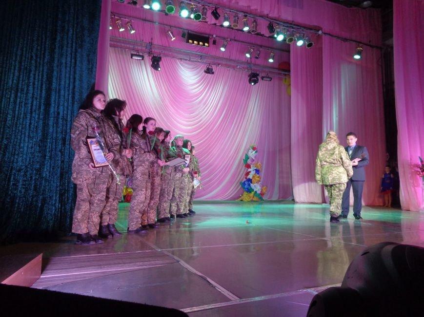 В Красноармейске прошел зрелищный праздничный концерт, приуроченный к 8 марта (фото) - фото 10