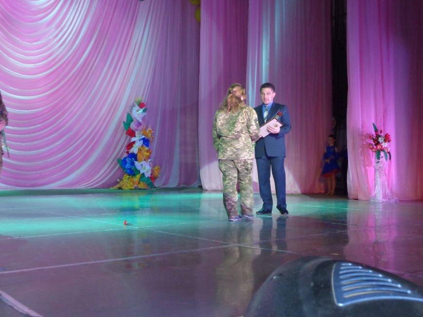 В Красноармейске прошел зрелищный праздничный концерт, приуроченный к 8 марта (фото) - фото 9