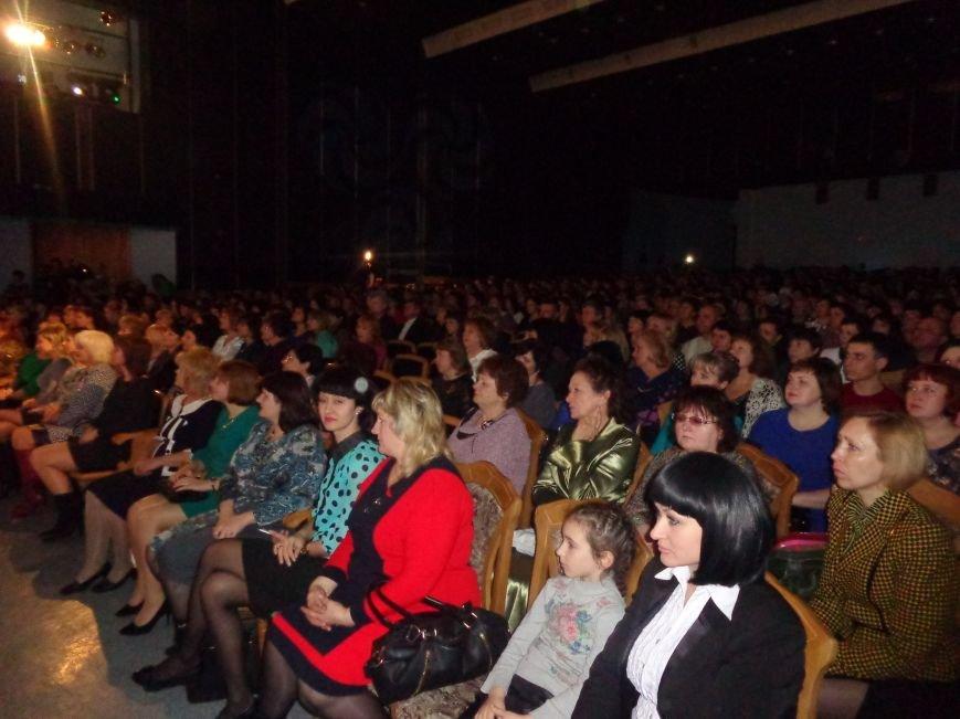 В Красноармейске прошел зрелищный праздничный концерт, приуроченный к 8 марта (фото) - фото 4