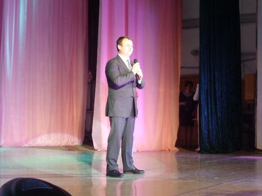 В Красноармейске прошел зрелищный праздничный концерт, приуроченный к 8 марта (фото) - фото 3