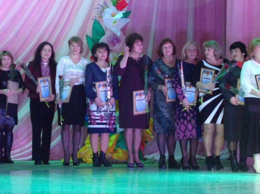 В Красноармейске прошел зрелищный праздничный концерт, приуроченный к 8 марта (фото) - фото 8