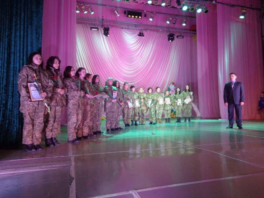 В Красноармейске прошел зрелищный праздничный концерт, приуроченный к 8 марта (фото) - фото 11
