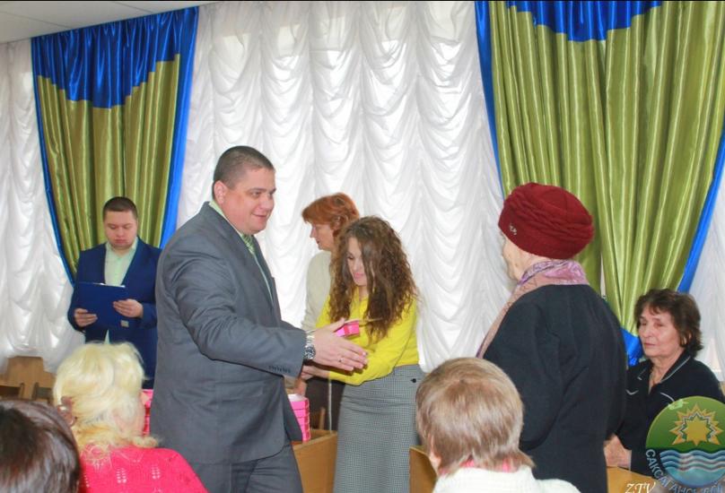 В Саксаганском районе поздравили с 8 марта прекрасных криворожанок, имеющих почетное звание Украины «Мать-героиня» (ФОТО) (фото) - фото 7
