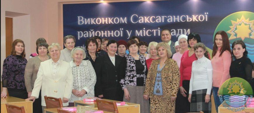 В Саксаганском районе поздравили с 8 марта прекрасных криворожанок, имеющих почетное звание Украины «Мать-героиня» (ФОТО) (фото) - фото 6