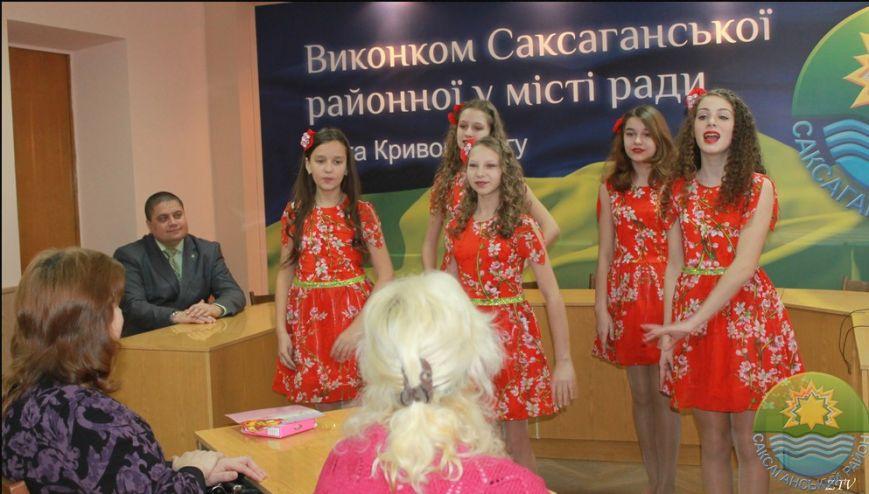 В Саксаганском районе поздравили с 8 марта прекрасных криворожанок, имеющих почетное звание Украины «Мать-героиня» (ФОТО) (фото) - фото 5