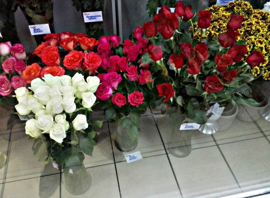Покупаем цветы к 8 марта. Сколько стоят розы и тюльпаны в Новополоцке и Полоцке, фото-1