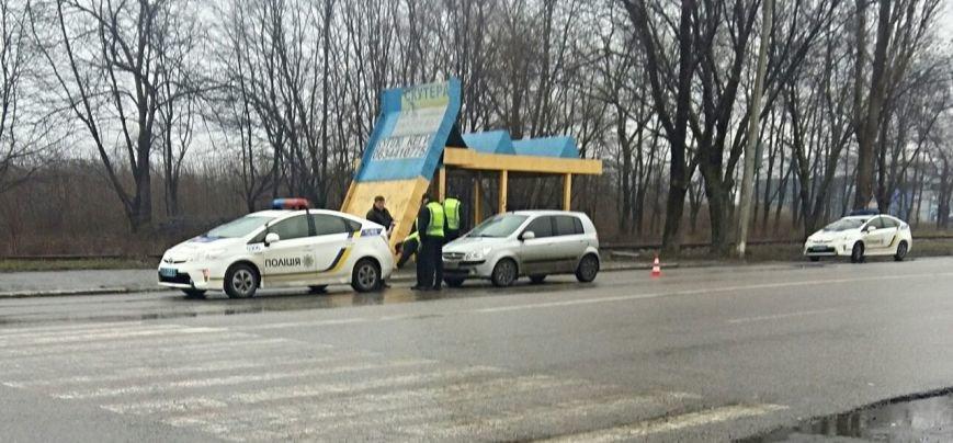 ДТП в Днепропетровске: авария с полицией, фура сбила мужчину и лобовое двух иномарок (ФОТО) (фото) - фото 5