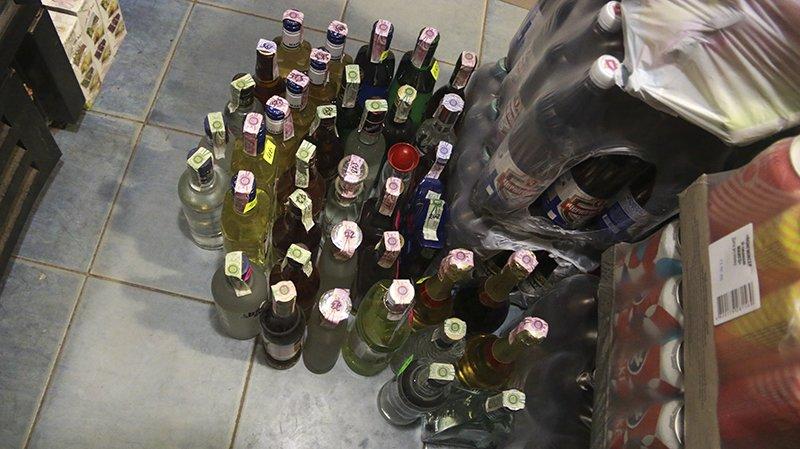 Полицейские Мариуполя изъяли алкогольную продукцию на сумму свыше 25 тыс. грн., фото-2