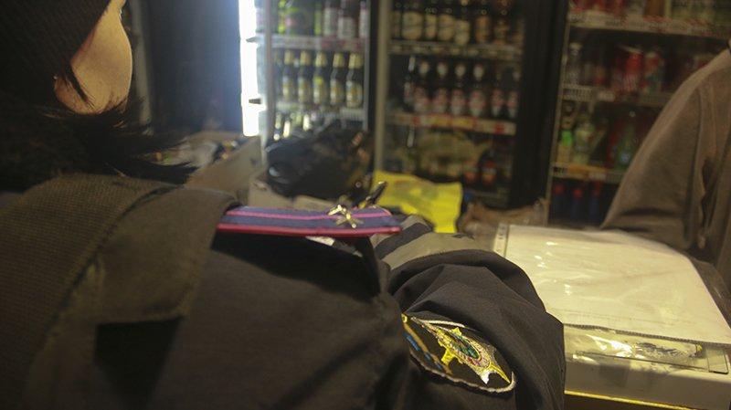 Полицейские Мариуполя изъяли алкогольную продукцию на сумму свыше 25 тыс. грн., фото-3