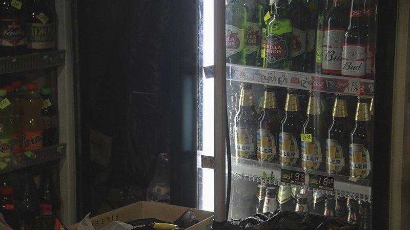Полицейские Мариуполя изъяли алкогольную продукцию на сумму свыше 25 тыс. грн., фото-4