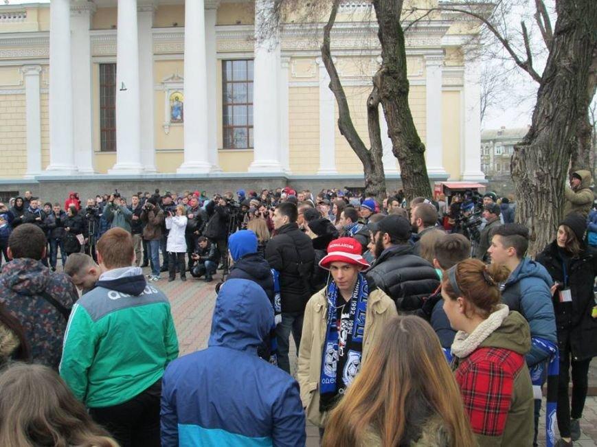 """1296c5cf46ab38904e4ed519588ceec3 Ультрас """"Черноморца"""" в знак поддержки клуба прошли маршем по Одессе"""